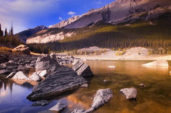 <清新秀丽的山峰美景桌面壁纸
