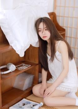 白裙美女翘臀美腿撩人写真图片