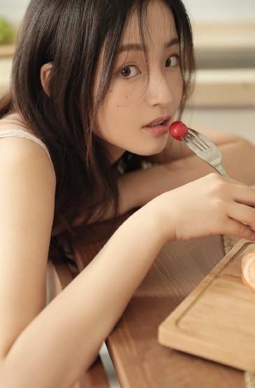 <元氣美女白皙美腿誘惑私房寫真圖片