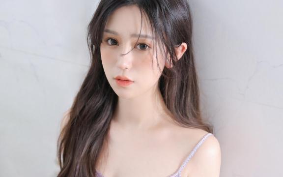 清纯可爱美女紫色吊带妩媚迷人居家诱惑写真