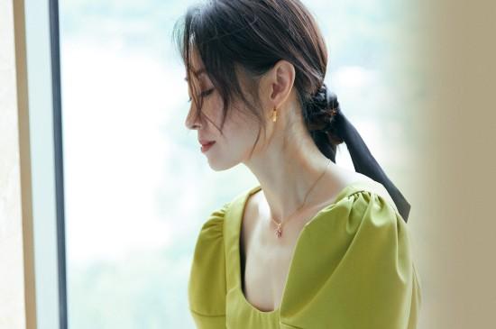 刘敏涛绿色套装清爽写真桌面壁纸