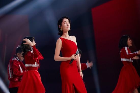 刘敏涛性感红色斜肩裙桌面壁纸