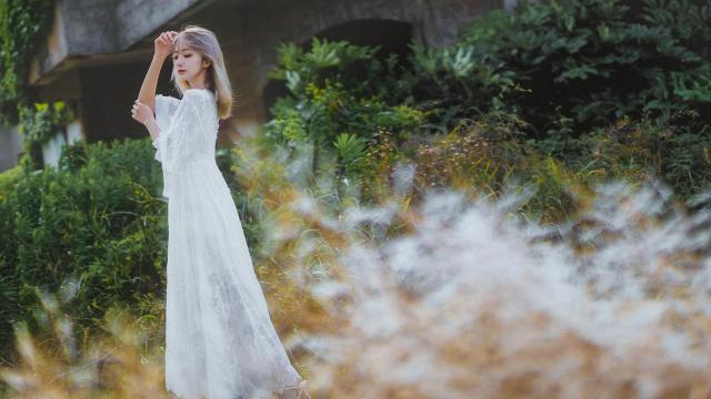 清新素雅的礼服少女甜美私密写真