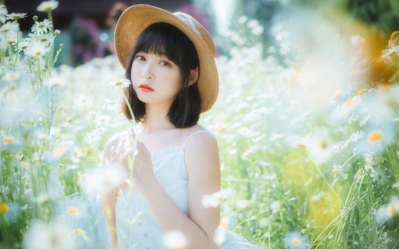 <小清新森系美女白嫩肌肤甜美田园风写真