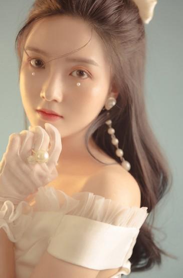 清纯美女甜美养眼白裙写真图片
