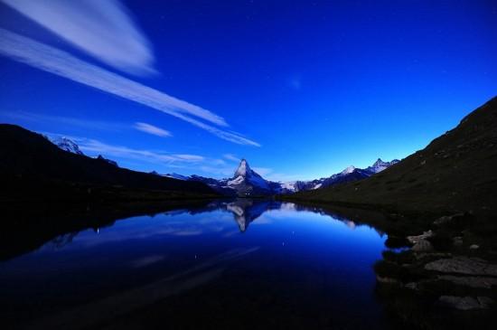 <风景优美的湖泊桌面壁纸