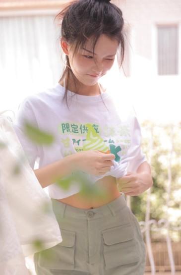 <元气美女超短裤性感美腿诱惑写真
