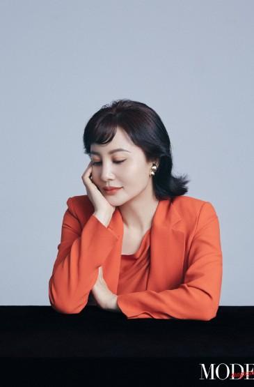 <陶红优雅妩媚时尚写真图片