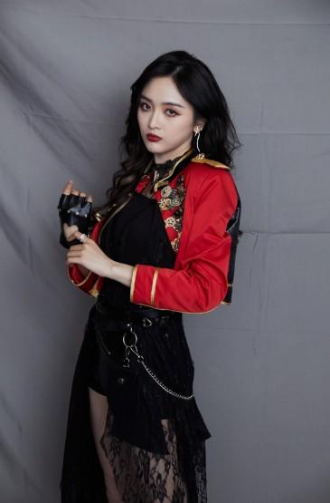 <吴宣仪酷美性感写真图片