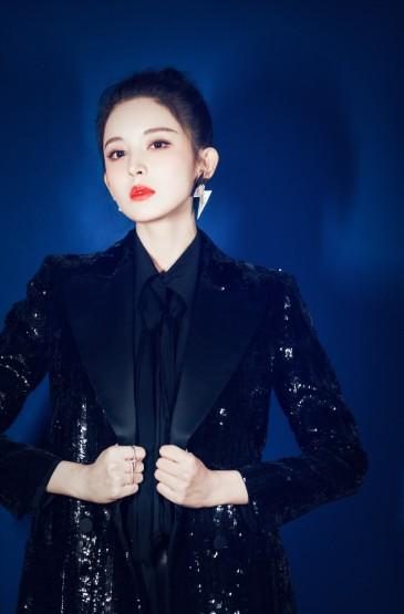 <古力娜扎黑色西装魅力写真图片