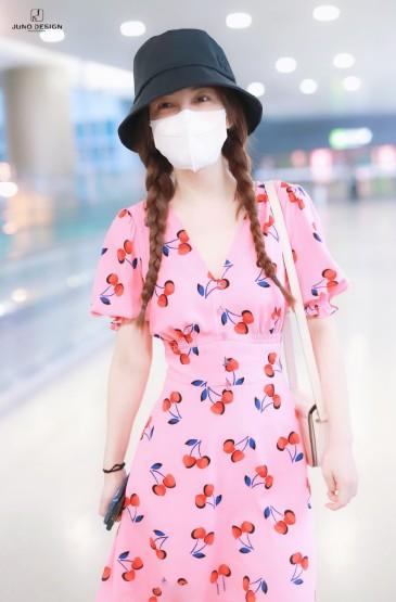 吴昕印花连衣裙机场照图片