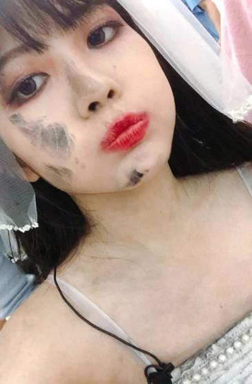 赖美云暗黑新娘风自拍照图片
