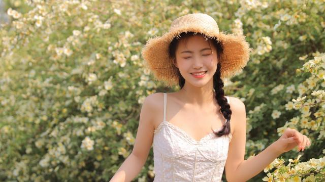 清新甜美草帽美女吊带白裙田园风写真