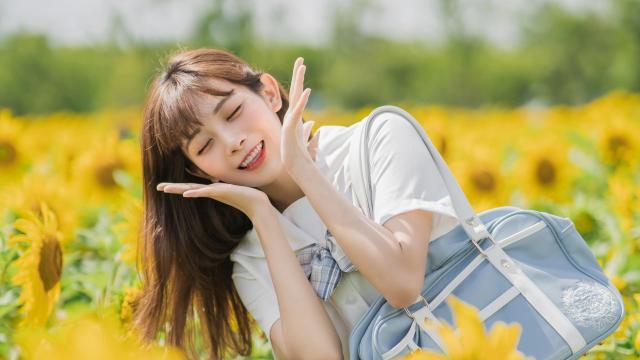 清纯jk制服校花向日葵花海甜美诱人写真