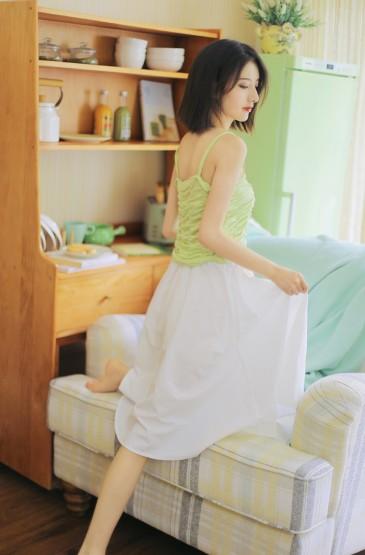 <清新白嫩美女性感纤瘦诱人写真图片