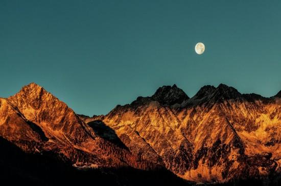 <壮观唯美的山峰风景电脑壁纸