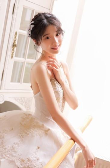 芭蕾美女吊带裙性感白嫩写真图片