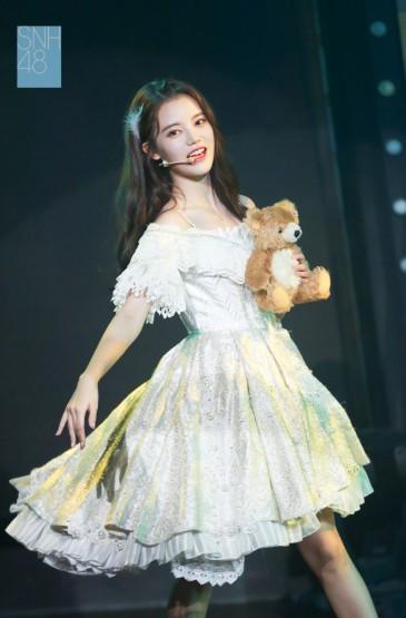 孙珍妮生日公演舞台照图片