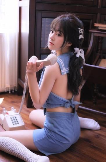 长腿美女性感露背大胆撩人写真图片
