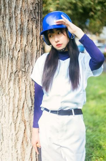 <清纯美女操场棒球服清新写真图片