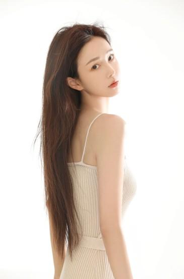 <高顏值美女細長白皙美腿性感寫真