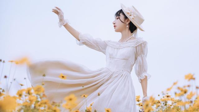甜美Lolita少女花田清新甜美诱人写真