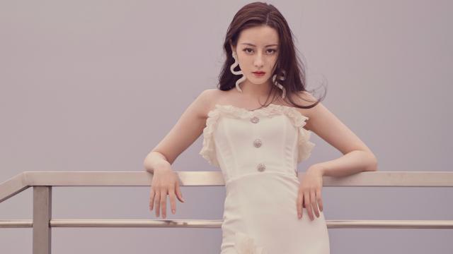 <迪丽热巴性感白色长裙优雅写真
