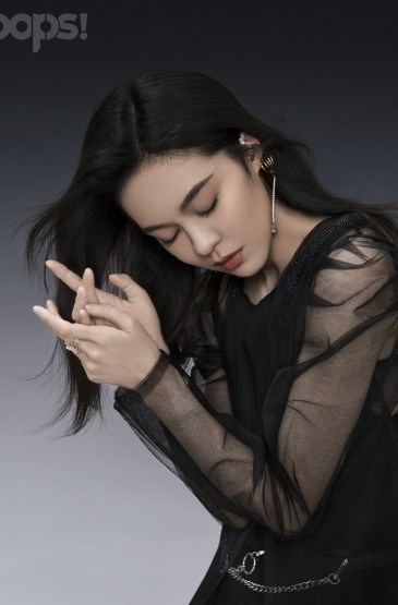 郁可唯黑色纱裙性感写真图片