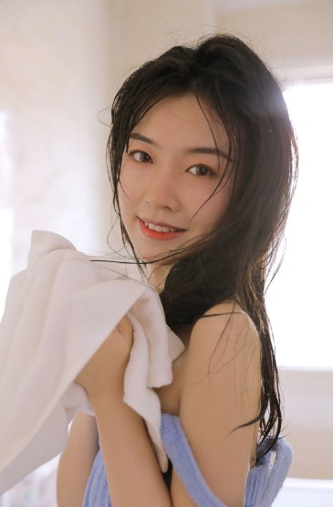 浴缸美女甜美可人湿身诱
