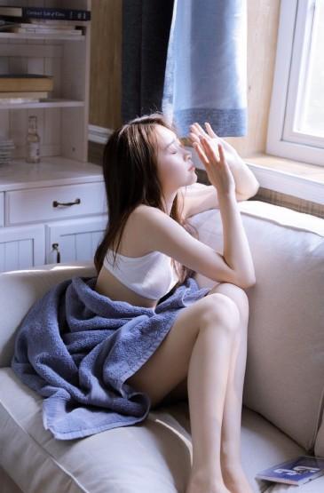 <清新纤瘦美女大长腿诱惑写真图片