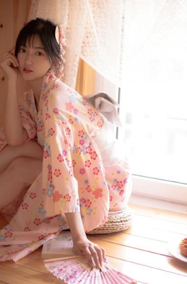 <和服美女性感白嫩美腿写真图片