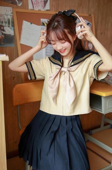 <JK制服美女白皙俏皮写真图片