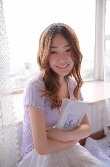 <超短裙美女性感白嫩写真图片