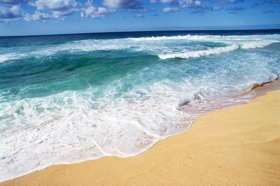 蔚蓝壮阔的海边风景桌面壁纸