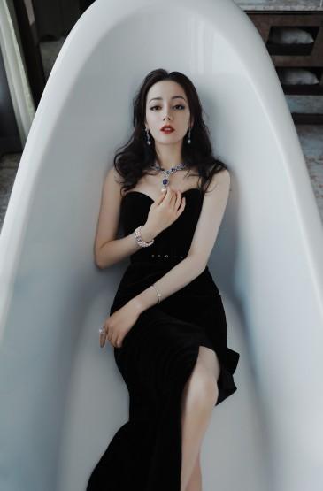 迪丽热巴抹胸裙性感写真图片