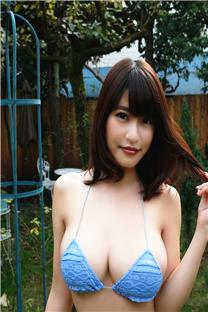 日本美女丰满豪乳诱人比基尼写真手机壁纸