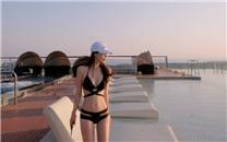 <大胸美女泳池比基尼写真桌面壁纸