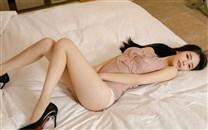 性感粉色情趣内衣翘臀美女桌面壁纸
