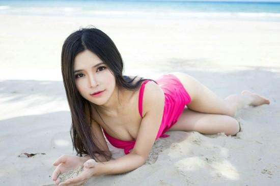 巨乳美女沙滩性感写真ipad壁纸下载