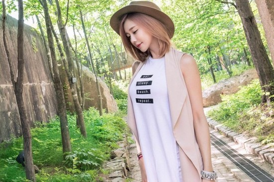 韩国性感车模美女户外写真平板壁纸大图