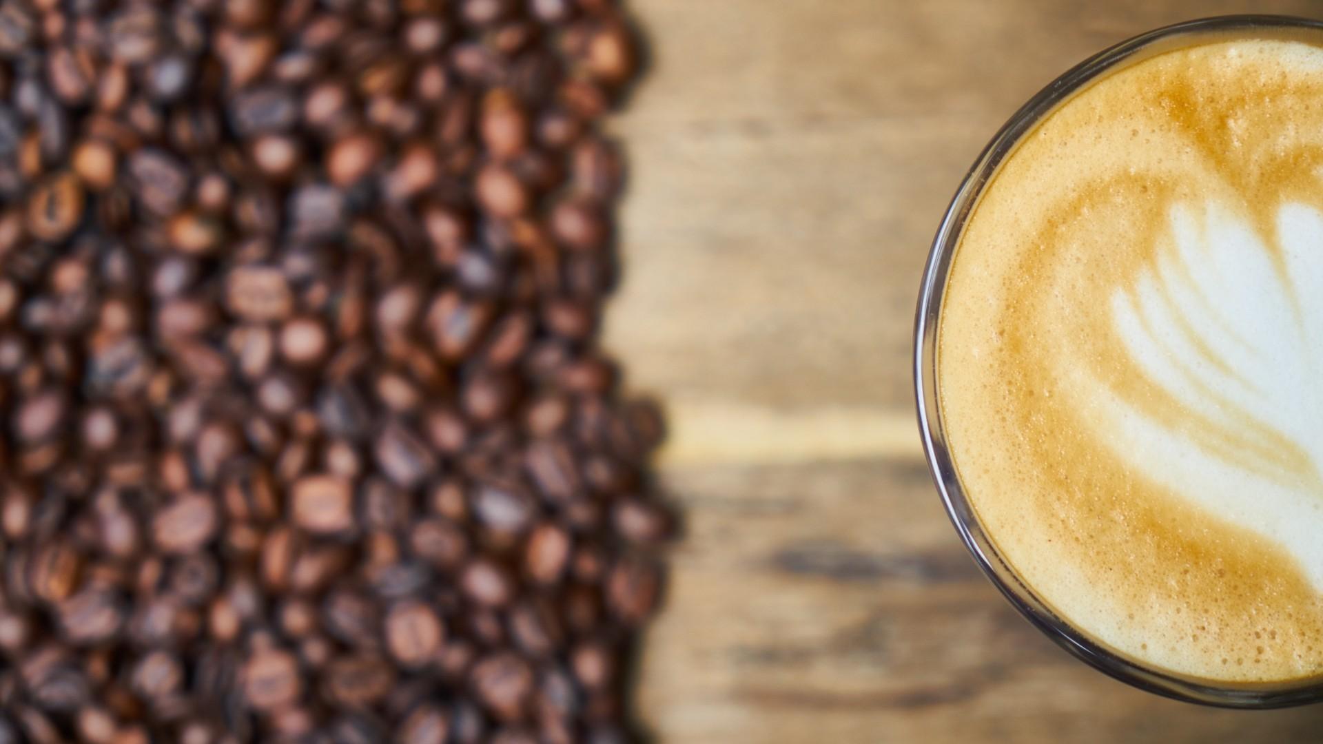 香醇的咖啡豆宽屏桌面壁纸图片