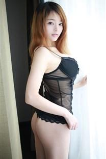 性感黑色蕾丝内衣美女图片