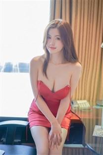<吊带红裙极品美女大胆私房写真手机壁纸