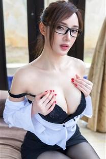 <性感美女秘书袒胸露乳大胆写真壁纸下载