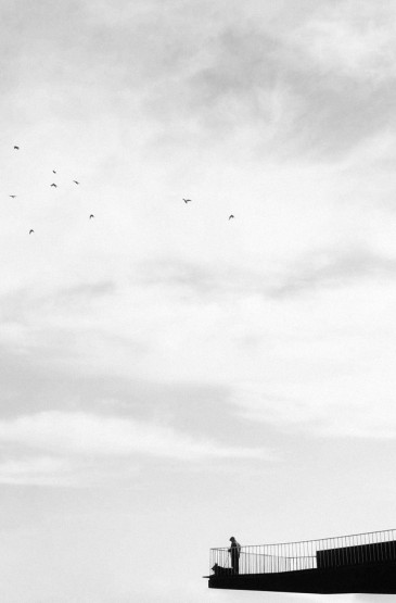 <个性黑白孤独图片手机壁纸