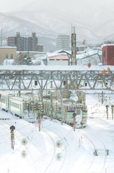 唯美白色雪景人文景观手机壁纸