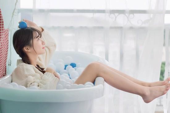 <露腿美少女浴缸写真图片