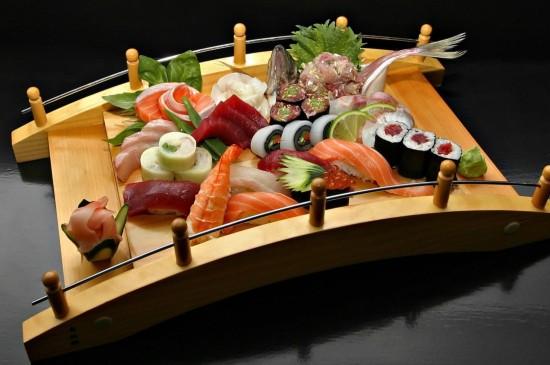 日本美食生鱼片寿司图片