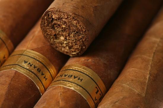 古巴雪茄香烟图片