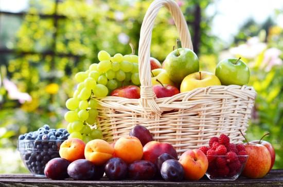 新鮮豐富水果籃子圖片
